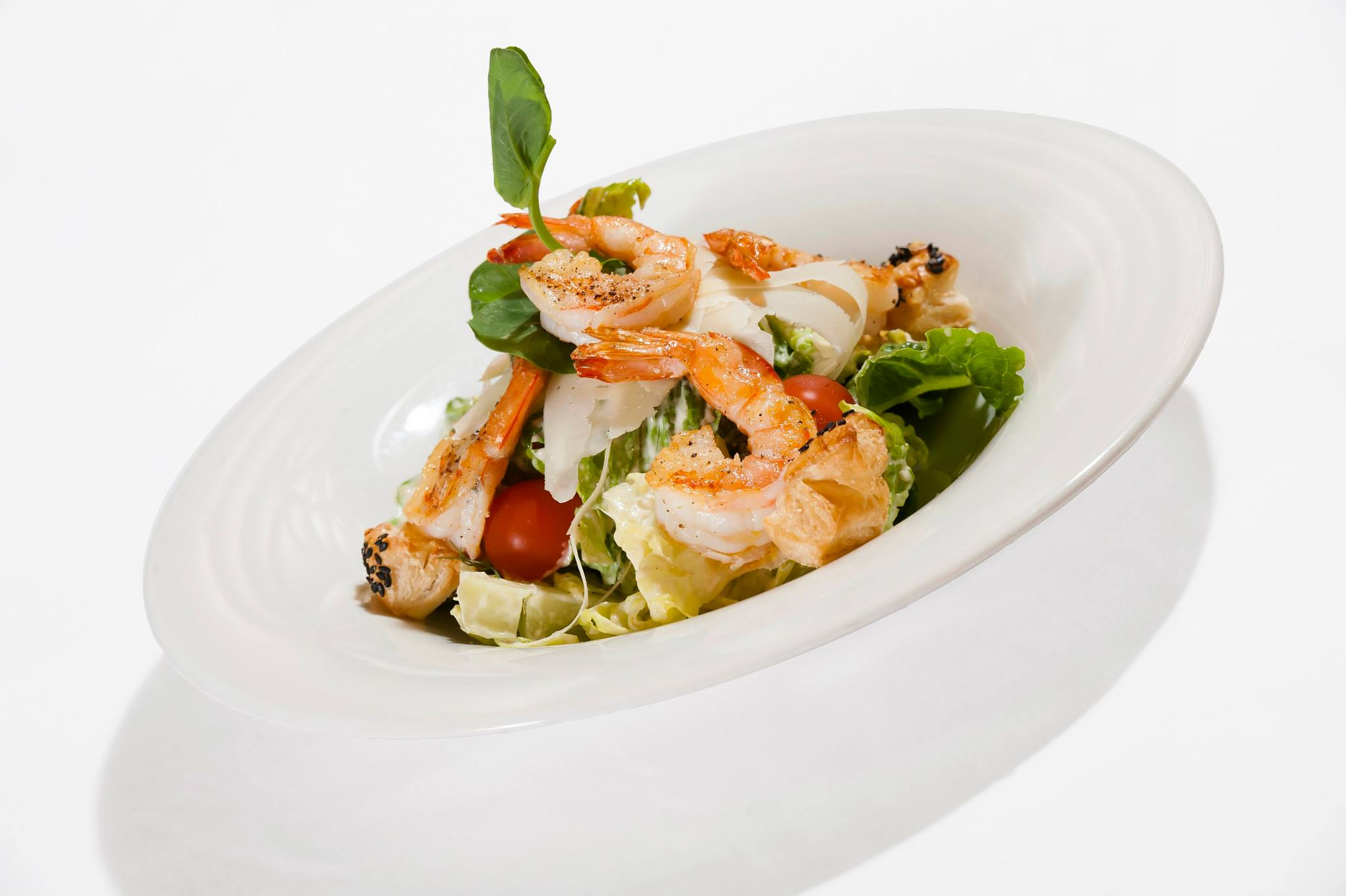 Caesar salad with roasted king prawns and puff pastry cookies